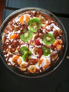 Tort cu fructe si ciocolată din pudră de roșcove