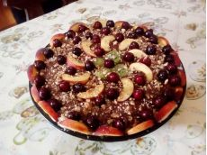 Tort de biscuiți cu cremă de frișcă și fructe